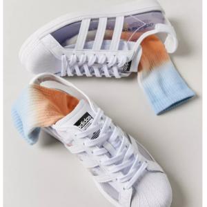 Urban Outfitters官网 adidas Originals Superstar 透明运动鞋5折热卖