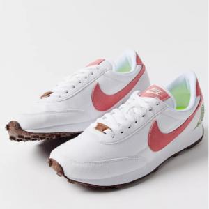 50% Off Nike Daybreak SE Sneaker @ Urban Outfitters