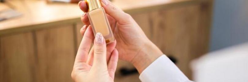 粉底液选购方法:新手如何选择合适的粉底液? 如何判断自己的肤色几号?