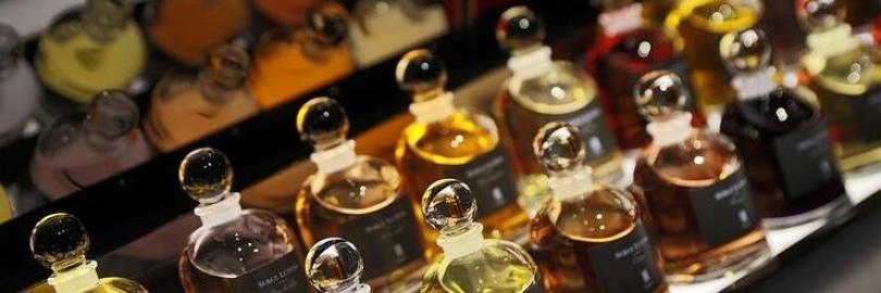 6款芦丹氏Serge Lutens最热门的香水香评,柏林少女,幽暗深渊,冷水,哪款你最爱?